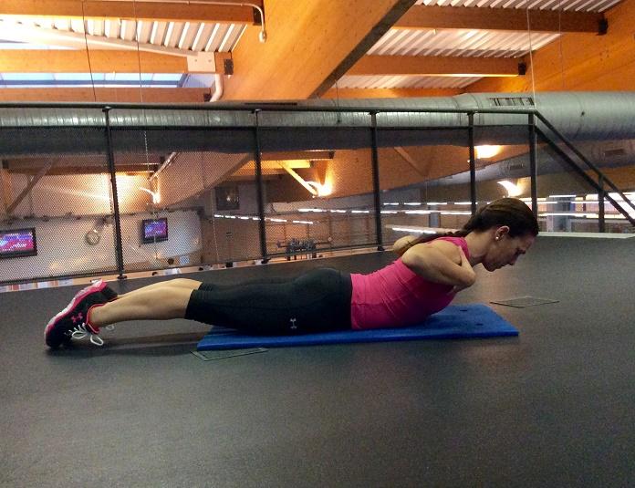 entrenamiento de core isabel del barrio on my training shoes extension de espalda