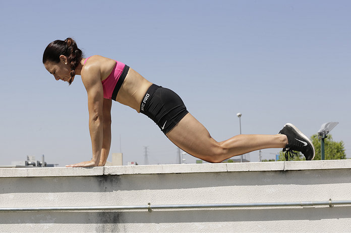 interval training isabel del barrio entrenamiento intervalico adidas women workout plancha isometrica