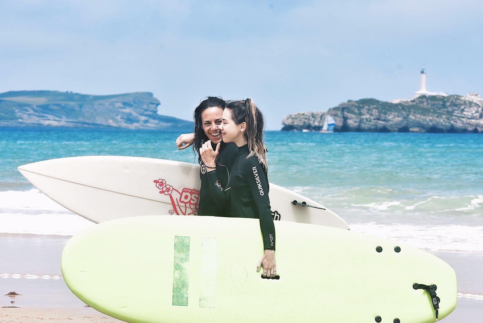 guia de viaje surf en santander surfing escuela cantabra de surf somo escapadas activas viajes naturaleza ocio deportes isabel del barrio onmytrainingshoes verano playa lawave surfhouse