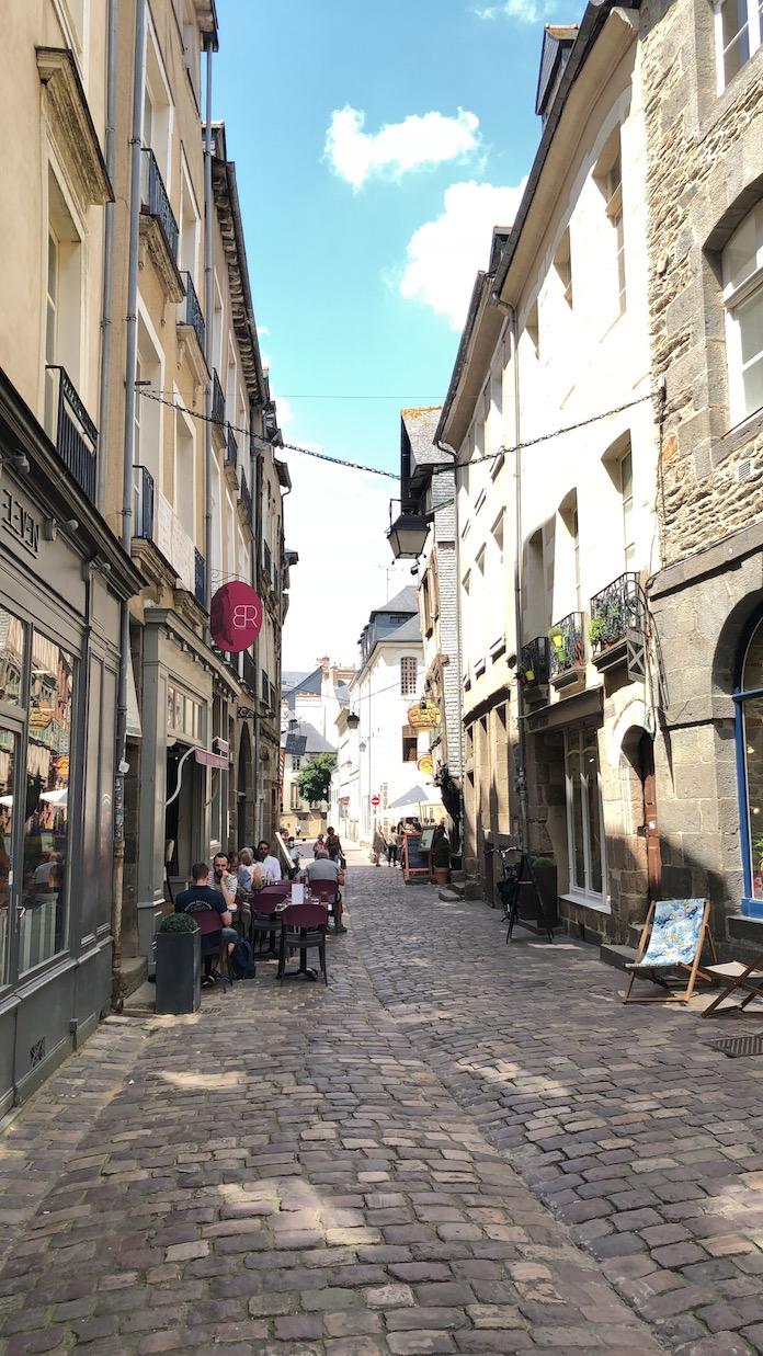 INSIDE LE TOUR DE FRANCE Tissot ciclismo tour de Francia onmytrainingshoes Isabel del barrio Maurizio fondriest viajes experiencia tour remes France